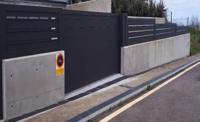 Aluminios Tecnoal - Cerramiento exterior en vivienda con acabado gris