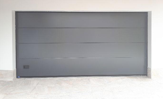 Aluminios Tecnoal - portón de acceso a garaje en color gris