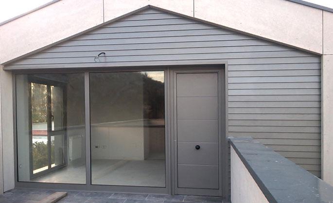 Aluminios Tecnoal - Revestimiento de fachada en aluminio color gris
